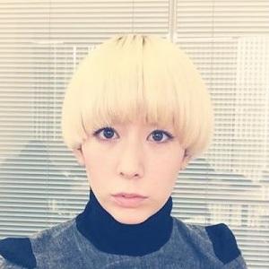 芸名 木村カエラ ( きむらかえら ) さん、本名 永山カエラりえ ( ながやまカエラりえ ) さん 生年月日 1984年10月24日(現在34歳)  出身地 東京都